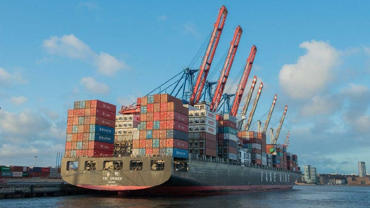 Influencia del bloqueo del canal de Suez en la cotización del petróleo y el gas natural