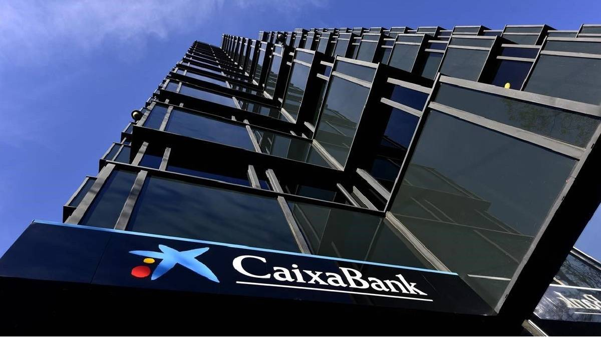 Caixabank y otros bancos españoles planean despidos masivos