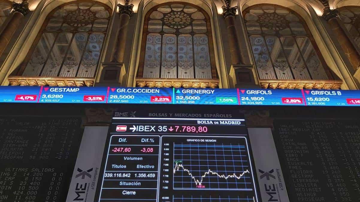 Ibex 35 cotiza a la baja a pesar del repunte de los PMI
