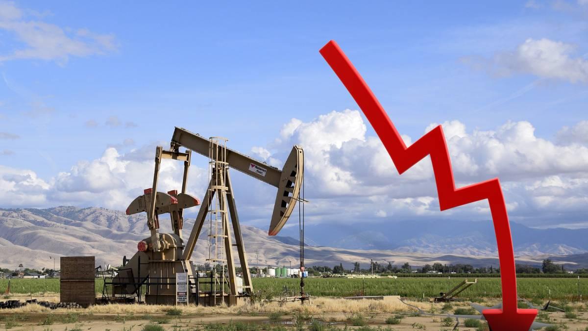 Precio del petróleo cae por aumento de producción de la OPEP+