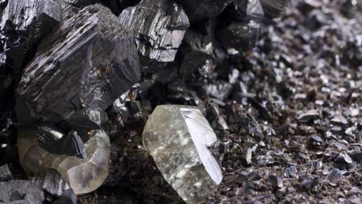 Metales básicos impulsados por caída del dólar