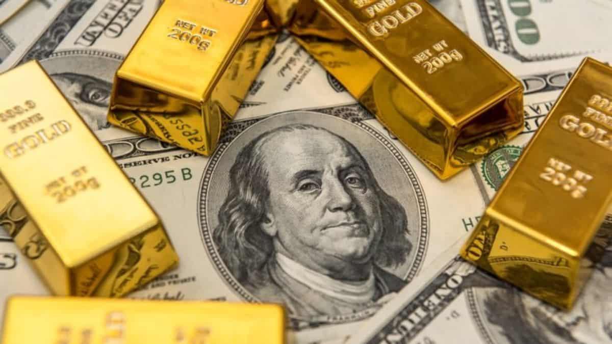 Precio del oro cae en consecuencia de la fortaleza del dólar