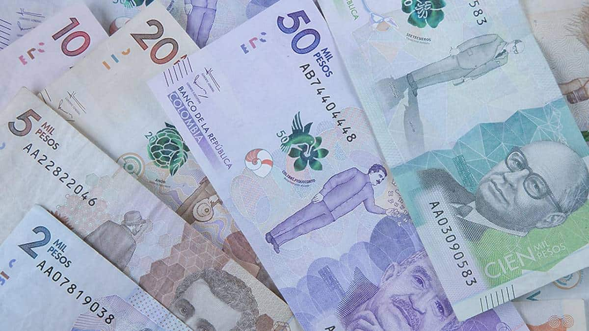 Peso colombiano cae tras renuncia del ministro de hacienda