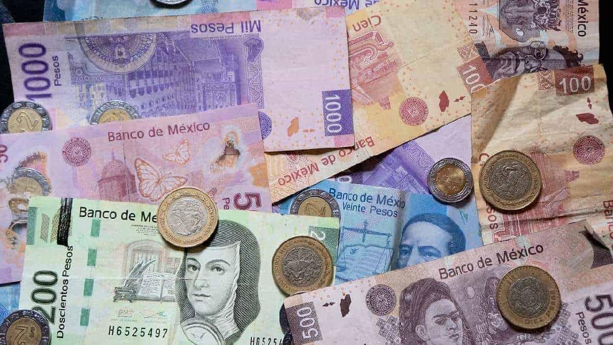 Peso mexicano lidera entre las divisas latinoamericanas ante el declive del dólar