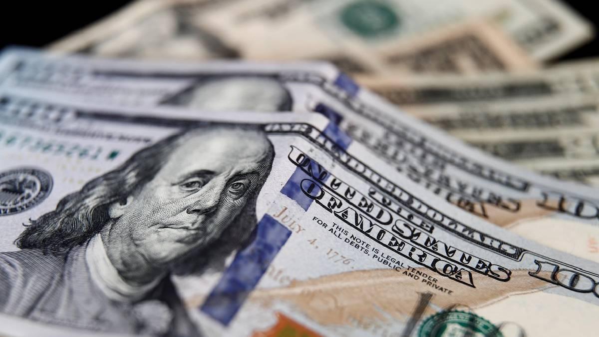 Precio del dólar cae a mínimos por datos de desempleo EE.UU