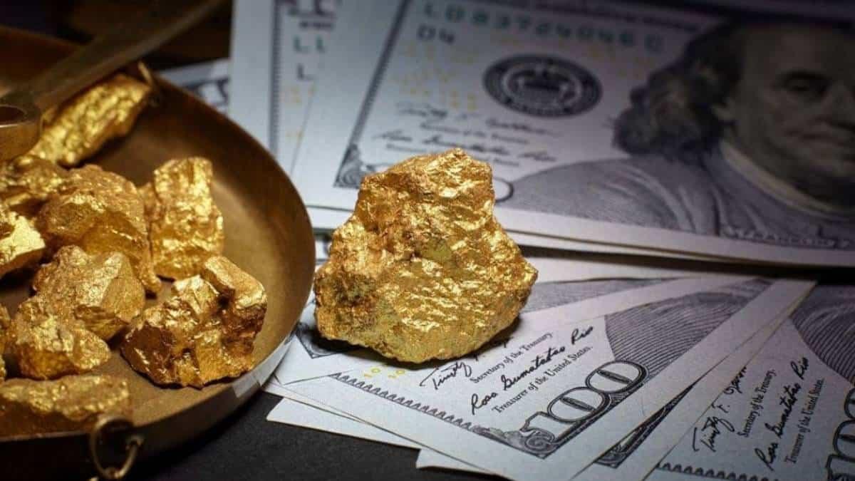 Precio del oro cerca a sus máximos tras debilidad del dólar