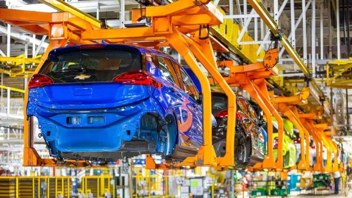 General Motors sube inversión en autos eléctricos hasta 2025