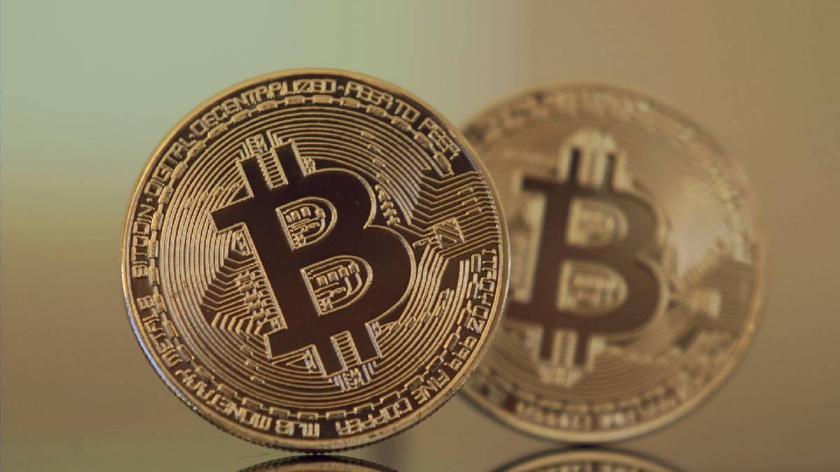 Precio del Bitcoin cae a mínimos, criptomonedas a la baja