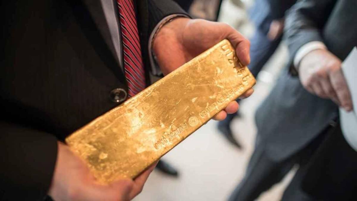 Precio del oro al alza pero registra peor semana en 9 meses