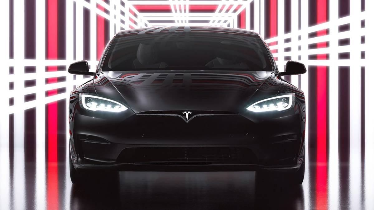 Tesla confirmó el inicio de las entregas del Model S Plaid