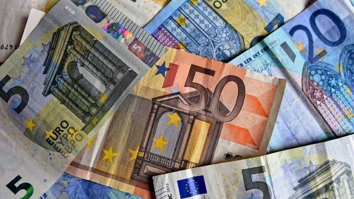 Precio del euro cae tras reporte de confianza en inversores