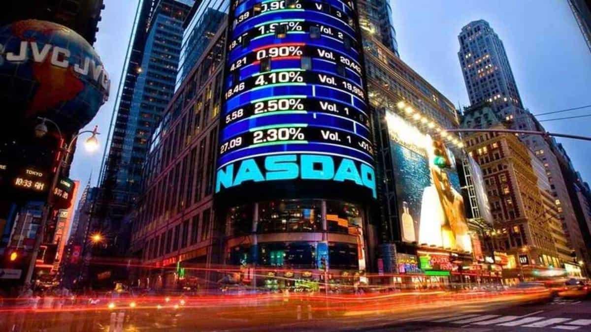 Dow Jones y S&P 500 a la baja, Nasdaq llega a máximo récord