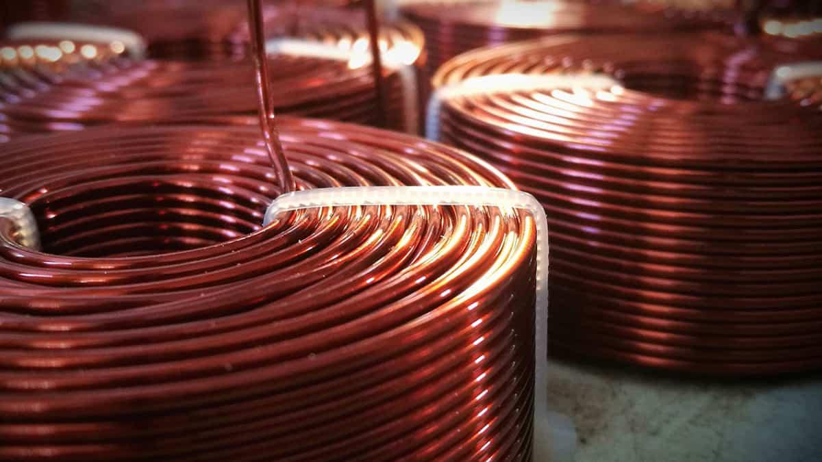 Precio del cobre baja tras caída en importaciones chinas
