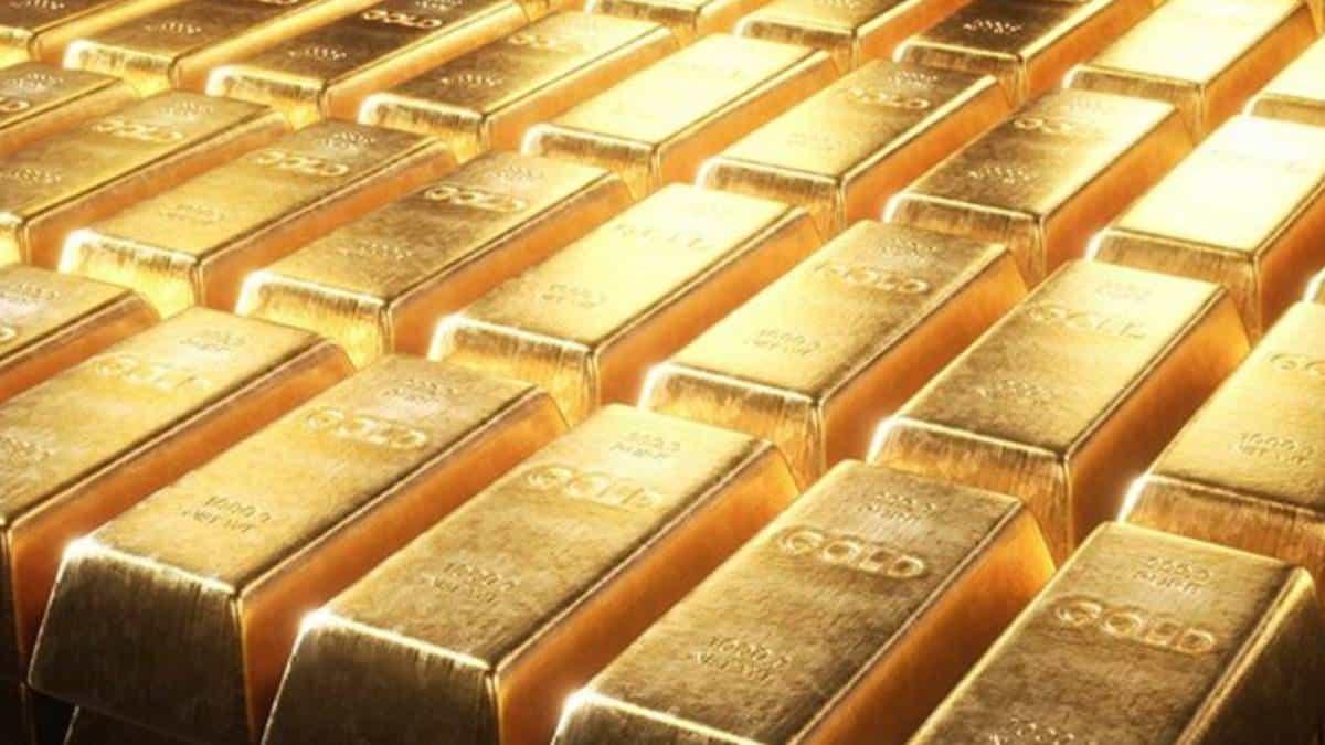Precio del oro cae, pero logra mantener sus ganancias totales