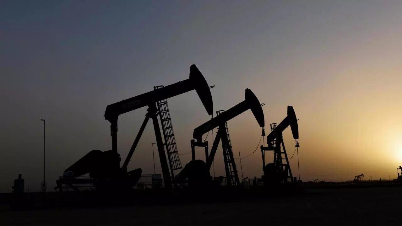Precio del petróleo cae tras acuerdo de Arabia Saudita y EAU