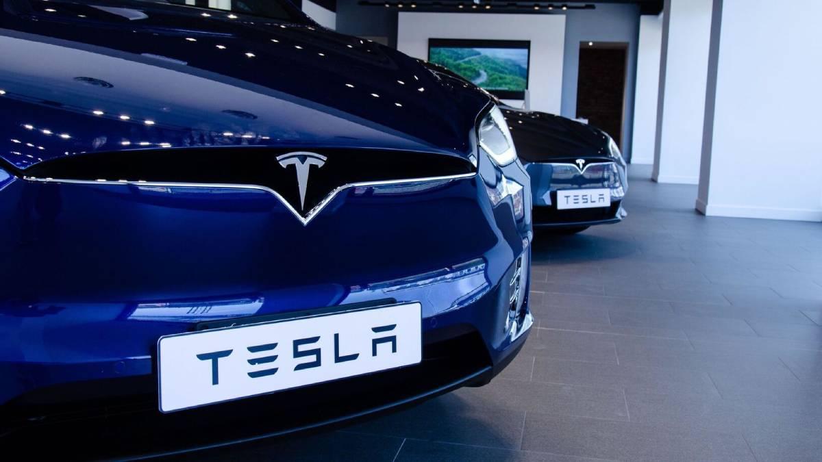 Tesla supera predicción de ingresos tras récord de entregas