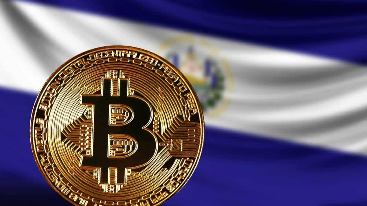 Bitcoin cayó 11% justo en su primer día legal en El Salvador