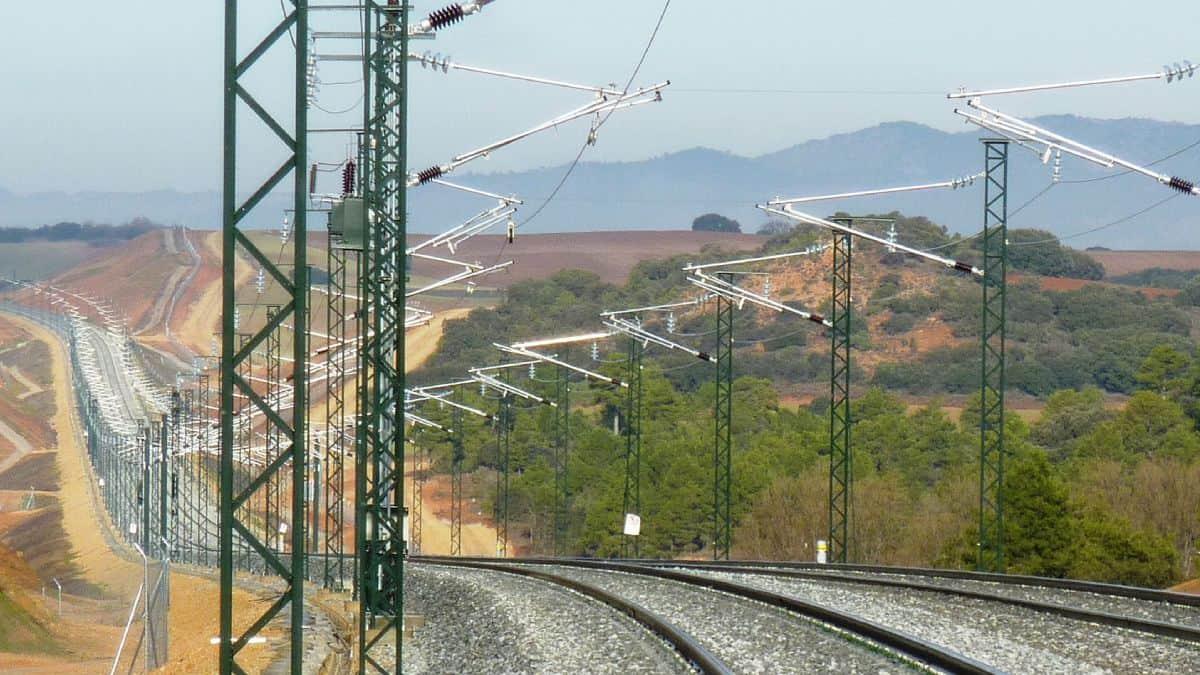 Por cartel ferroviario sancionan a 8 empresas en España